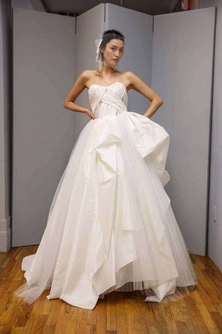 Rochie de nunta asimetrică